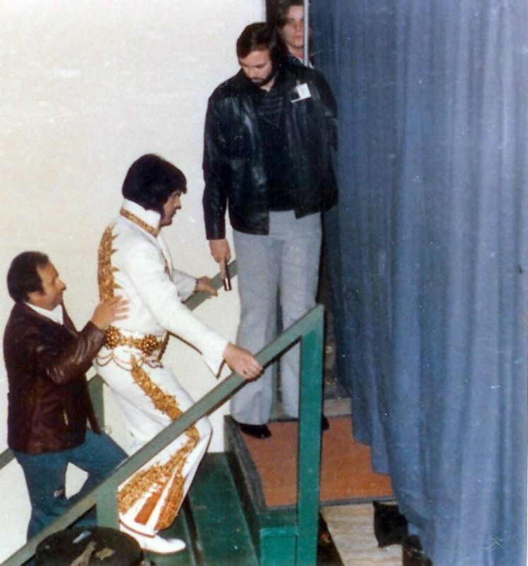 Elvis ready to go on stage in Charlotte in february 20 1977 with Joe watching Elvis 'back