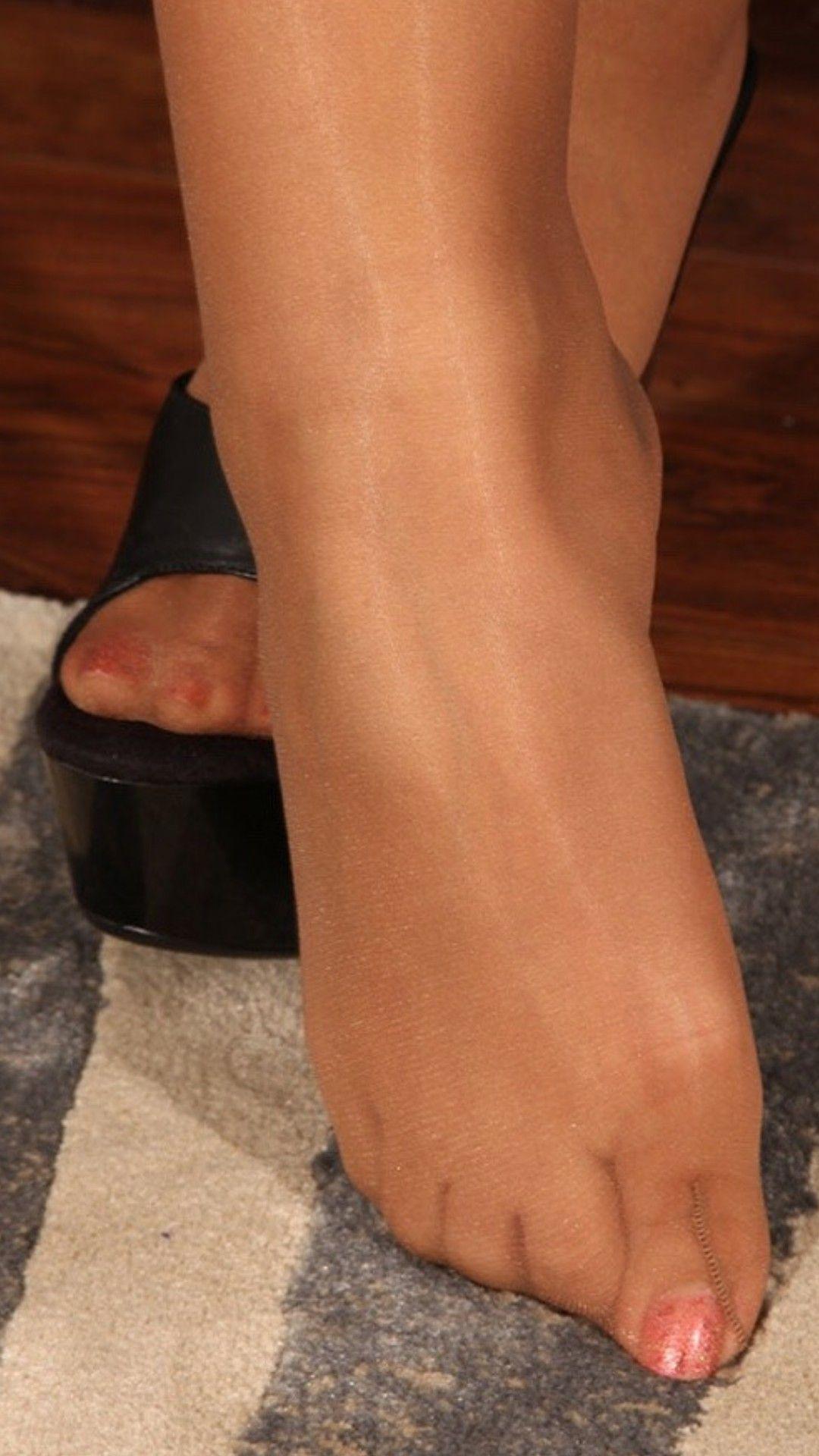 Pin On Pretty Feet In Nylon-2853