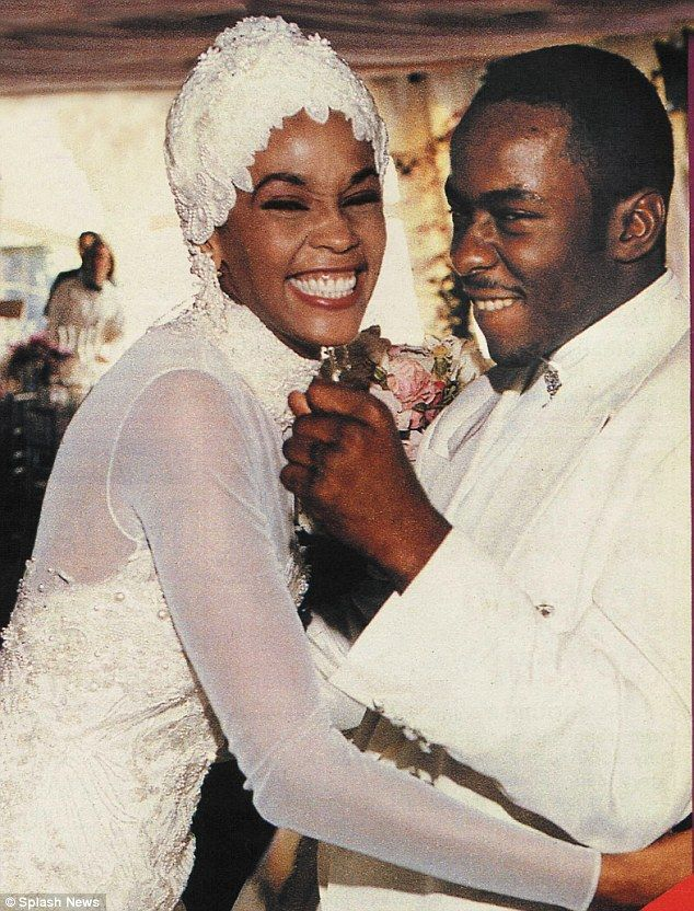 Bobby Brown saw Whitney do coke for the first time at their wedding