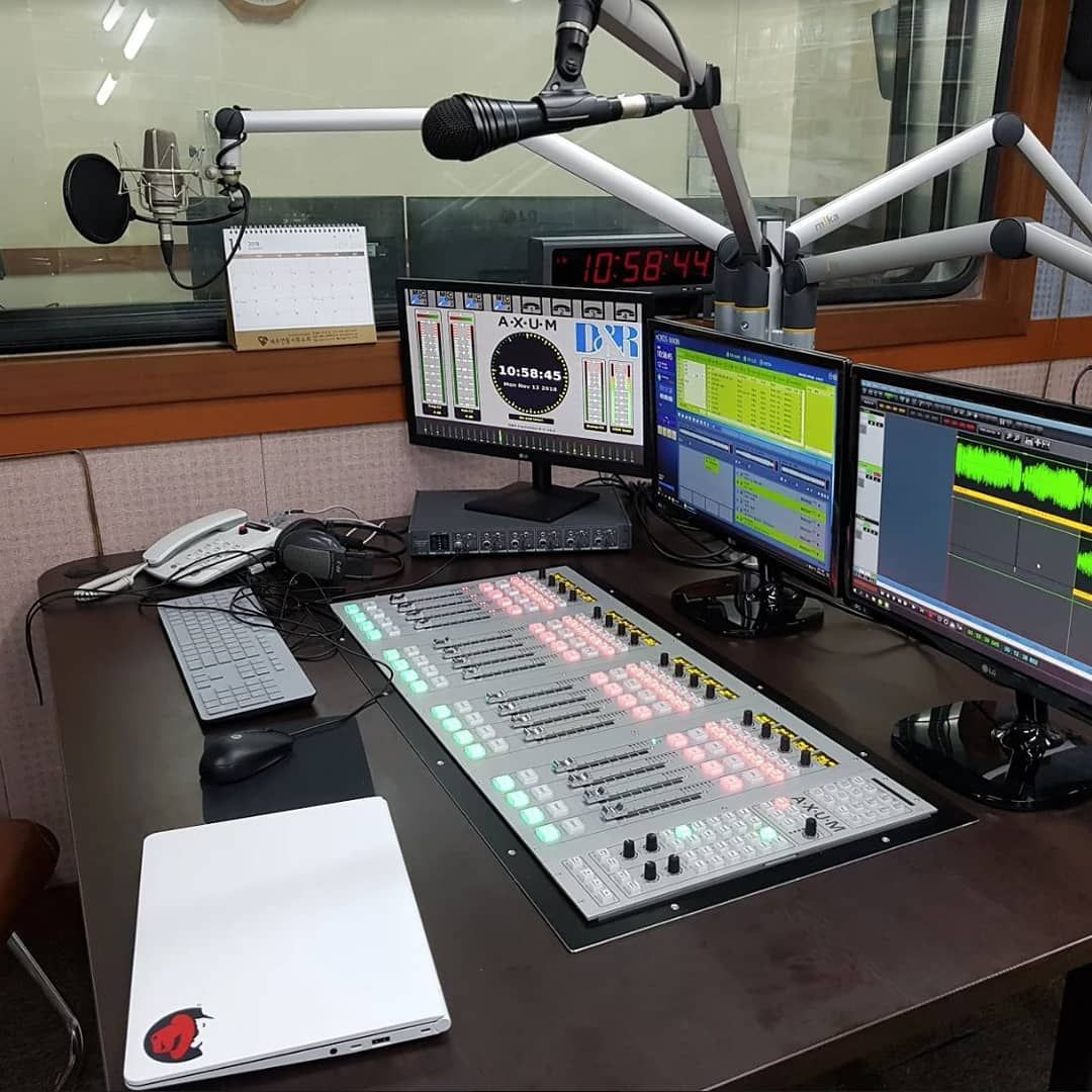 Pin By Pascall Maessen On Radio Studio S Radio Station Radio Love Radio