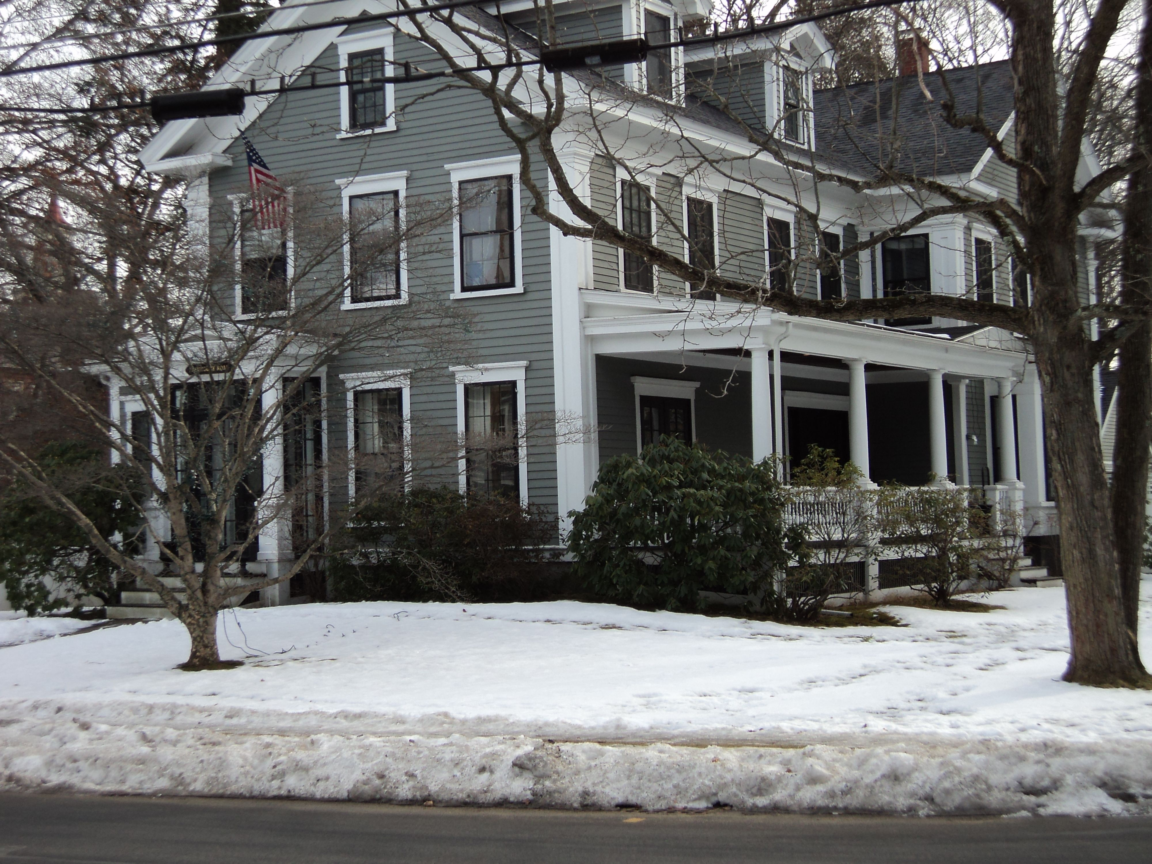 Benjamin moore gray exterior paint on houses this is a - Beautiful exterior house paint colors ...