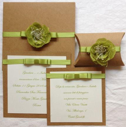 Matrimonio Tema Juta : Partecipazione matrimonio carta kraft con fiore juta verde