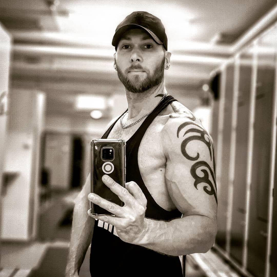 Gaining in progress. . #fitness #bodybuilding #crossfit #pumped #biceps #posing #pecs #training #ded...