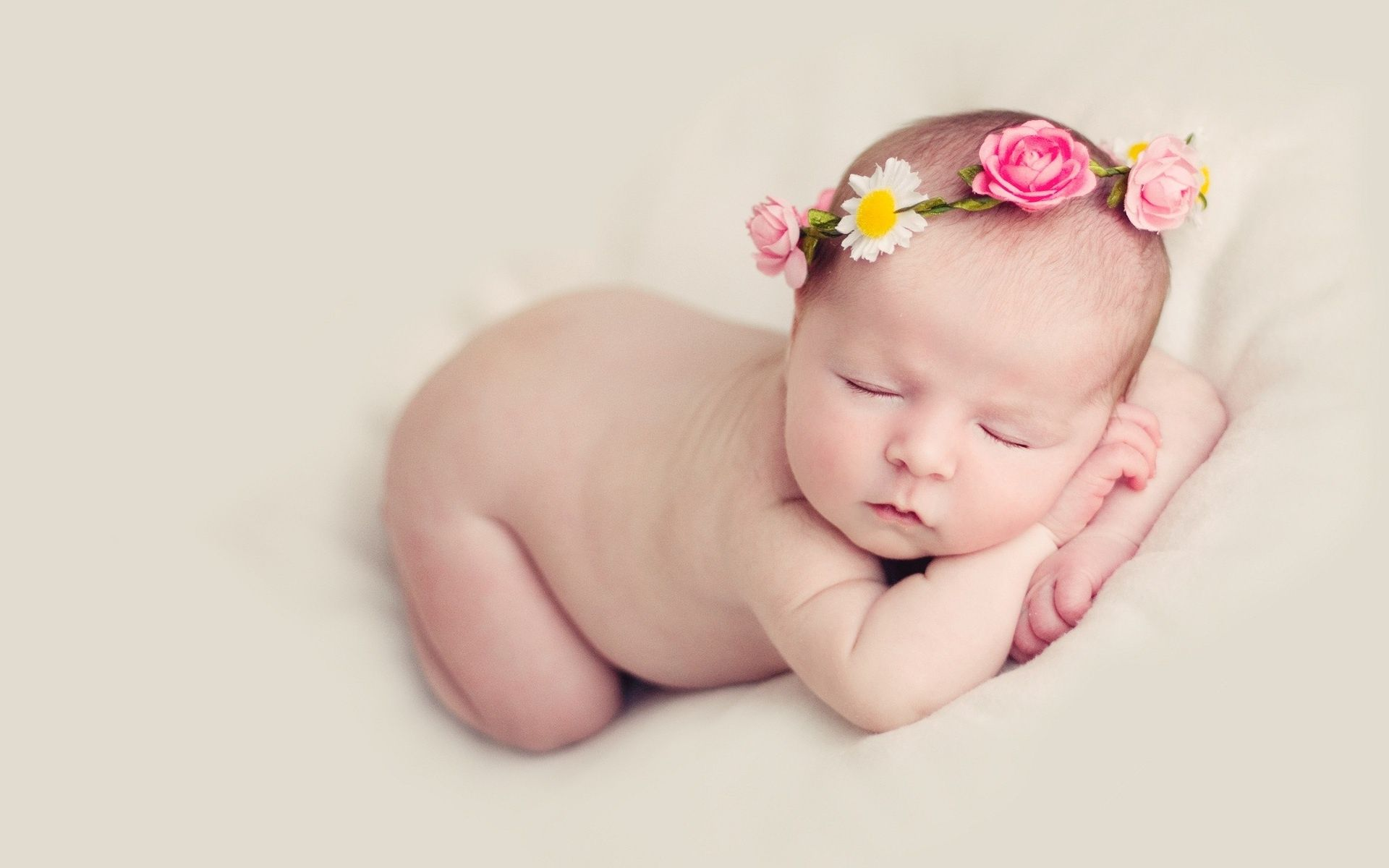 New born baby wallpaper of cute baby smile hd wallpaper