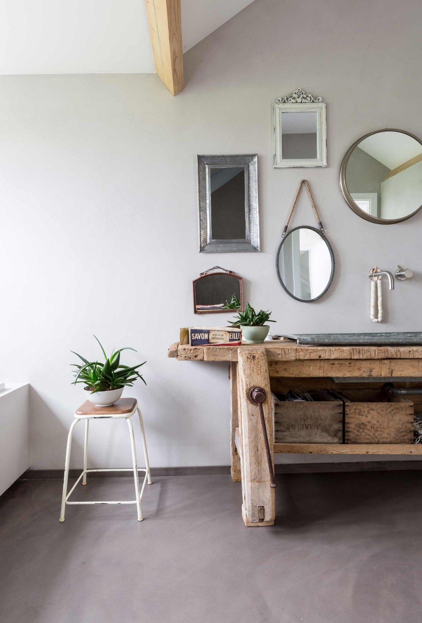 Salle de bain rustique chic, meuble ancien en bois, collection de ...
