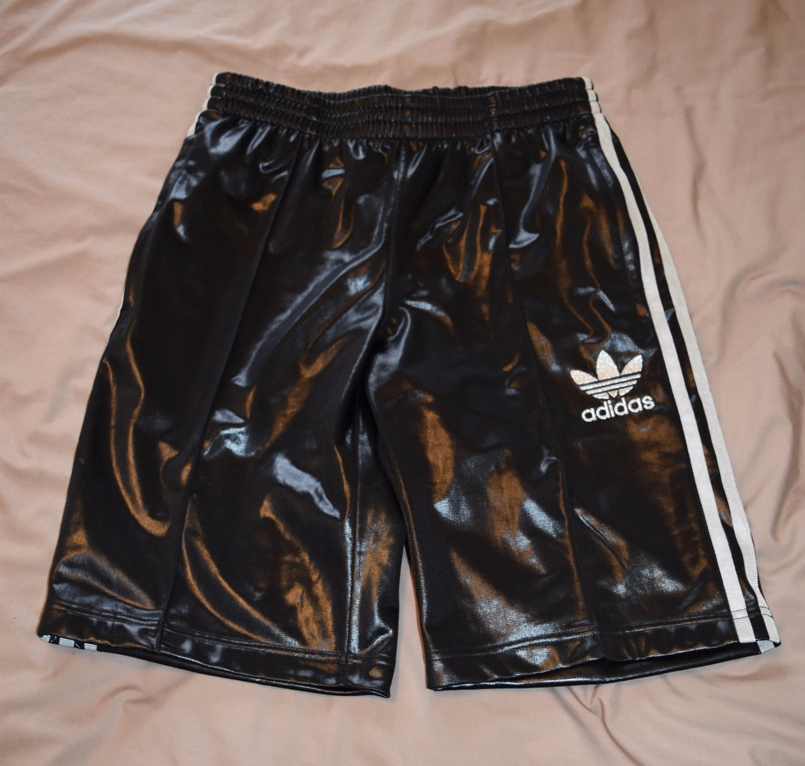100% authentisch suche nach authentisch elegantes Aussehen Adidas Chile 62 Shorts - Black & Silver - RARE | HOT ...