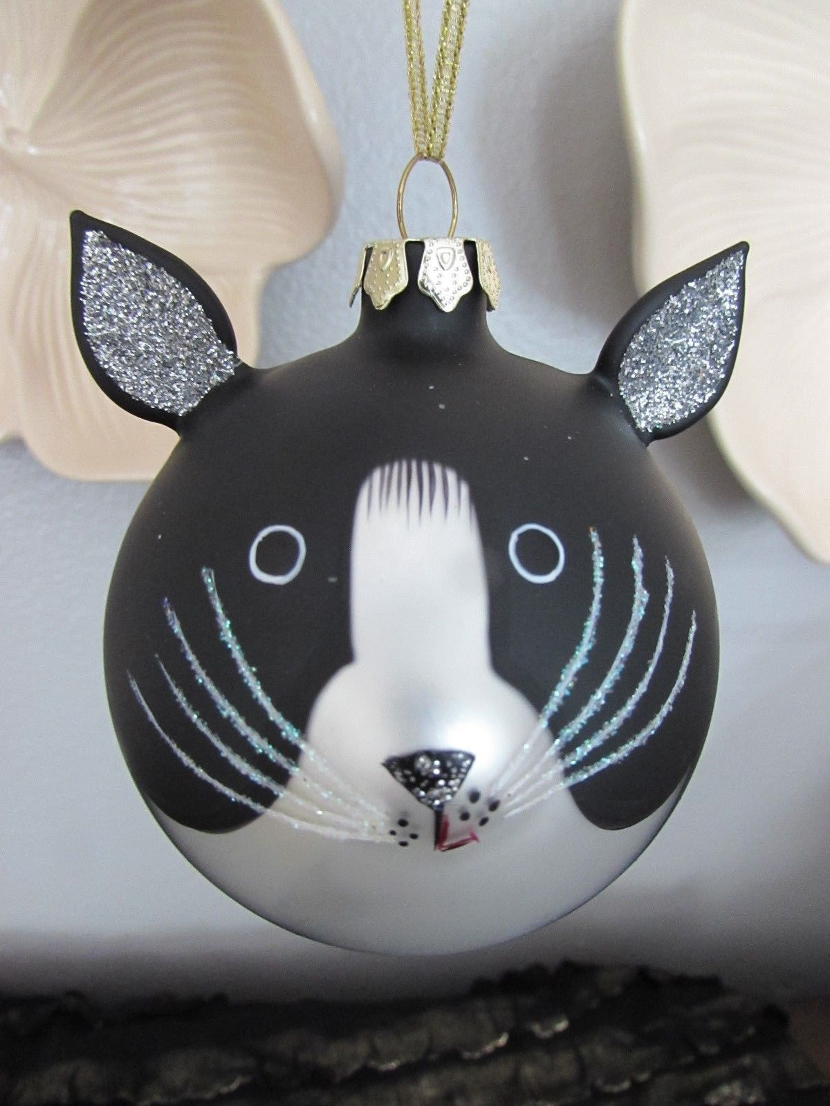 CHRISTMAS ROUND BALL ORNAMENT Black White CAT FACE w