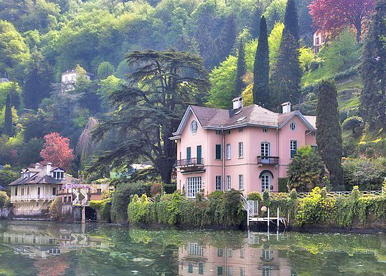 Pink Italian home in Lago di Como, Italy