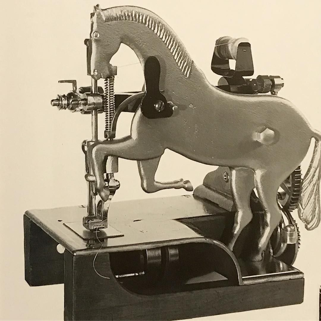 Pin By Kathy Rich On Vintage Sewing Sewing Machine Vintage Sewing Machines Antique Sewing Machines