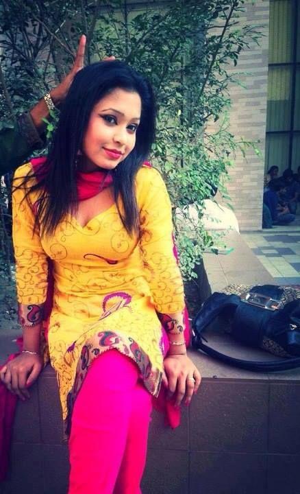Sexy actress hot romana khan