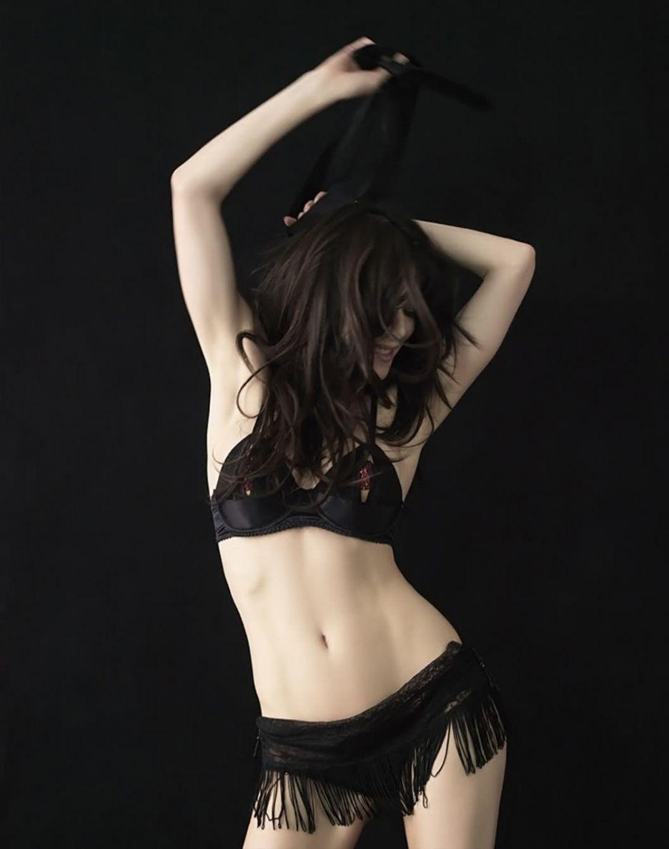 Sexy nude women upskirt