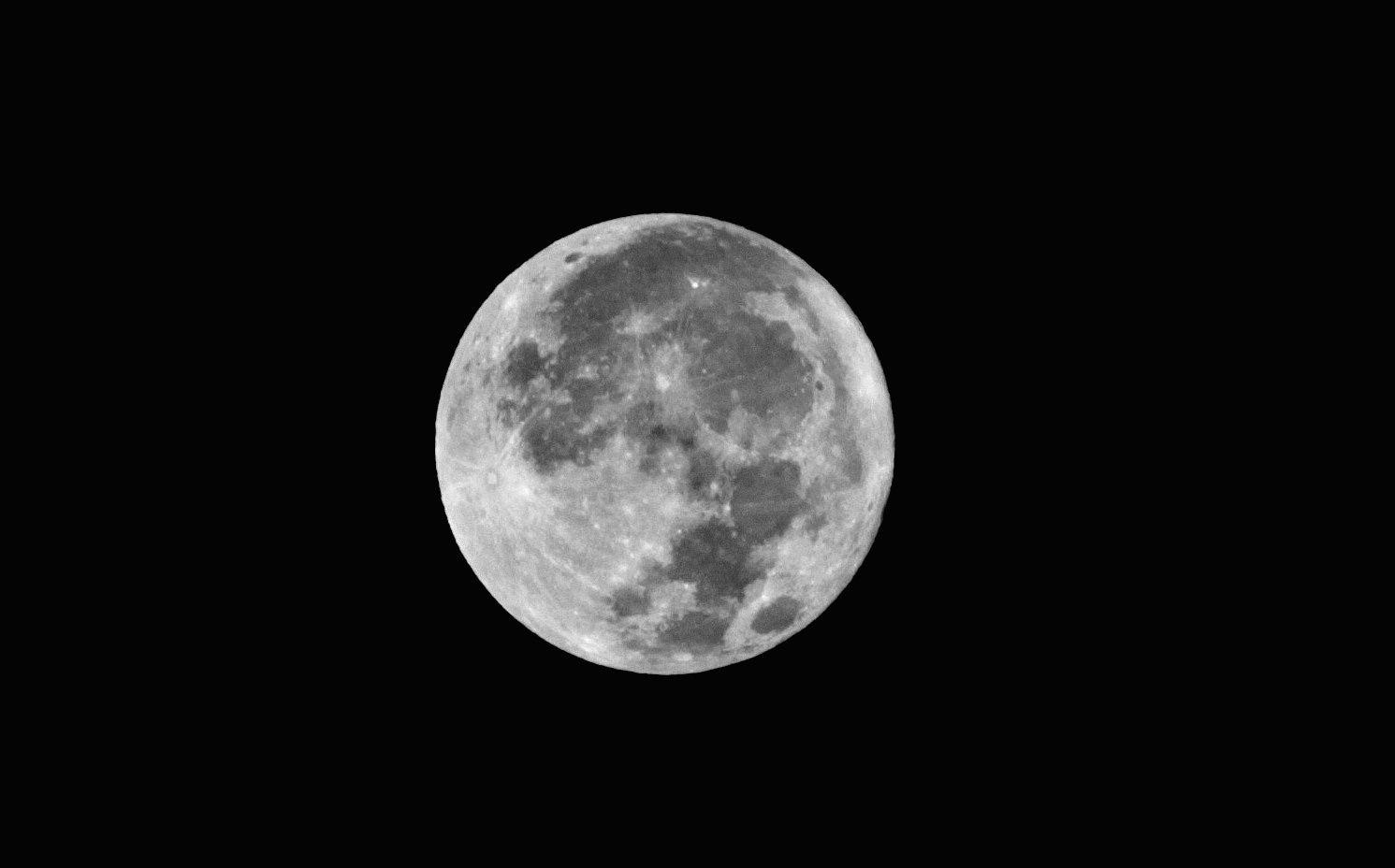 Esta Es La Luna Que Ha Tenido El Gusto De Acompañarnos En Medellín Esta Noche Madrugada Del 27 De Enero De 2013 Noche 27 De Enero Uñas Azules