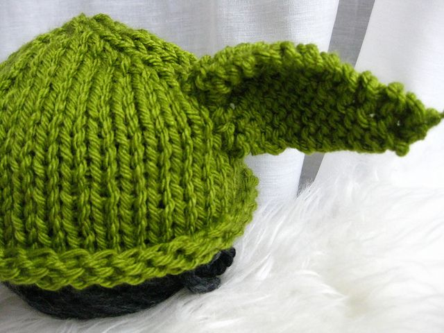 Baby Yoda Knit Hat - bulky yarn, basic stitches, free pattern by ...