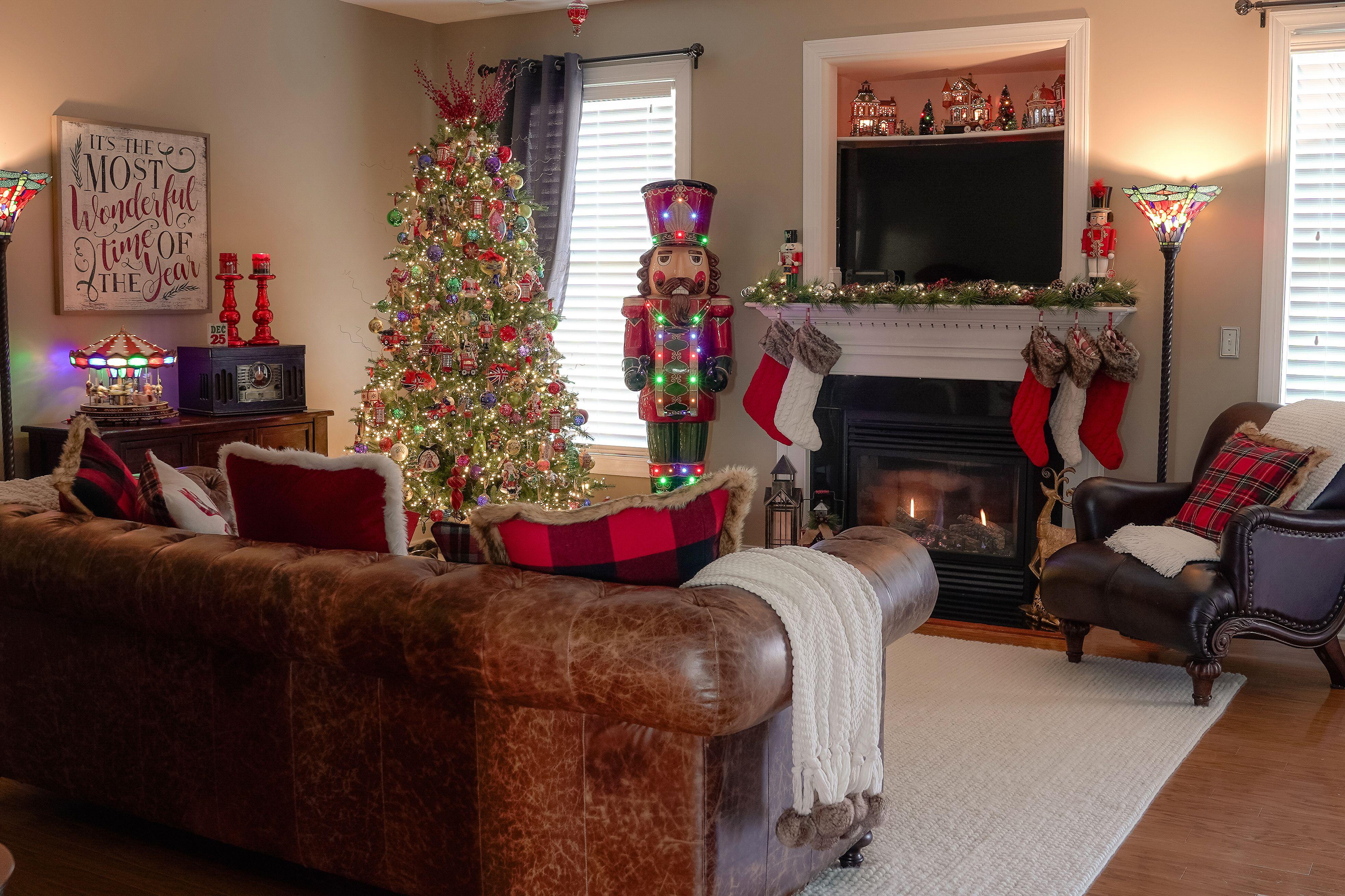 Christmas Living Room Decor Christmas Decorations Living Room Christmas Living Rooms Living Room Decor Christmas living room decorations