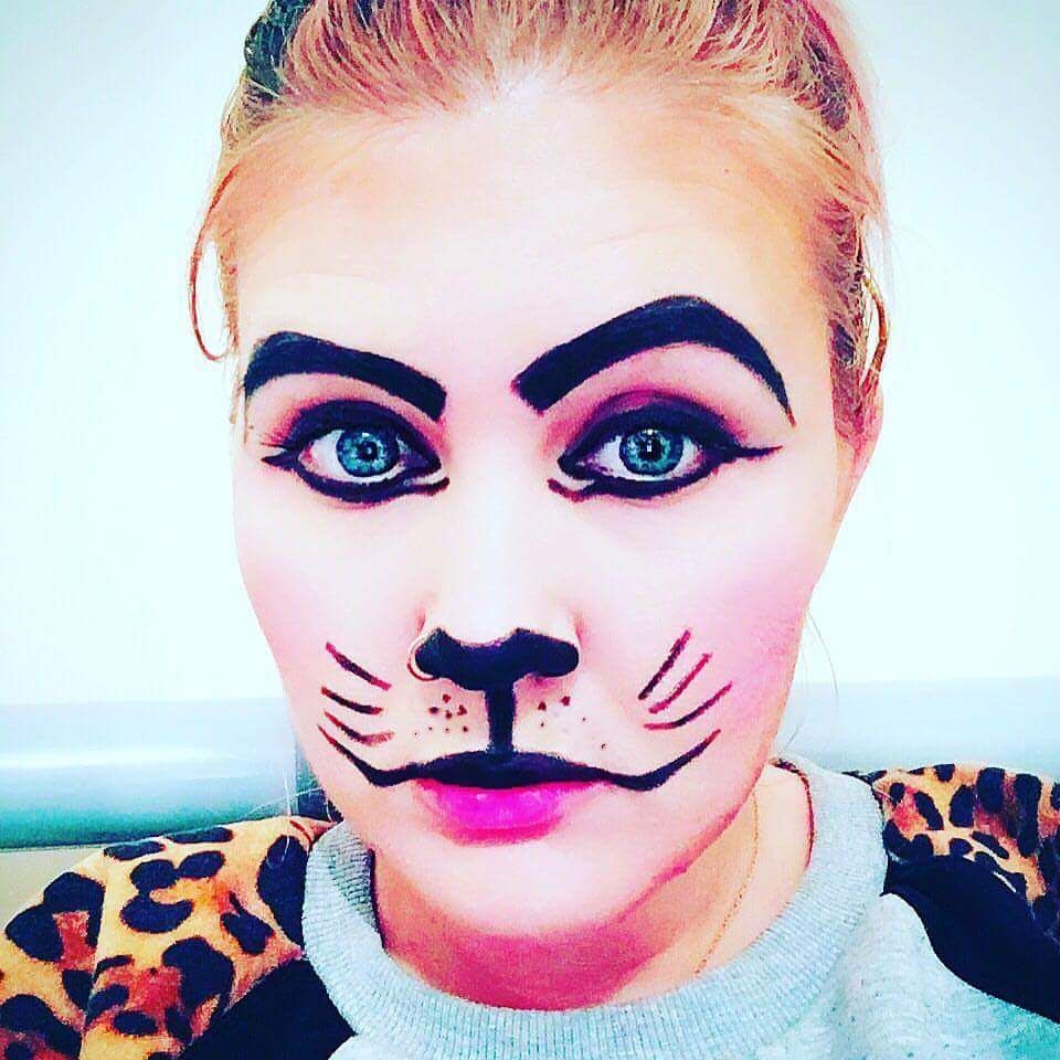 46 kickass halloween cat makeup ideas for all the feline lovers 46 kickass halloween cat makeup ideas for all the feline lovers solutioingenieria Image collections