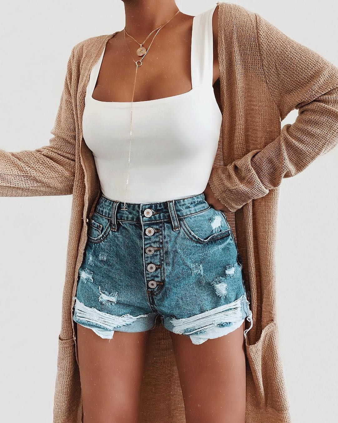 Warmer weather calls for this cute outfit via @vicidolls #vicidolls #vicicollab Discount Cod #outfitswithshorts