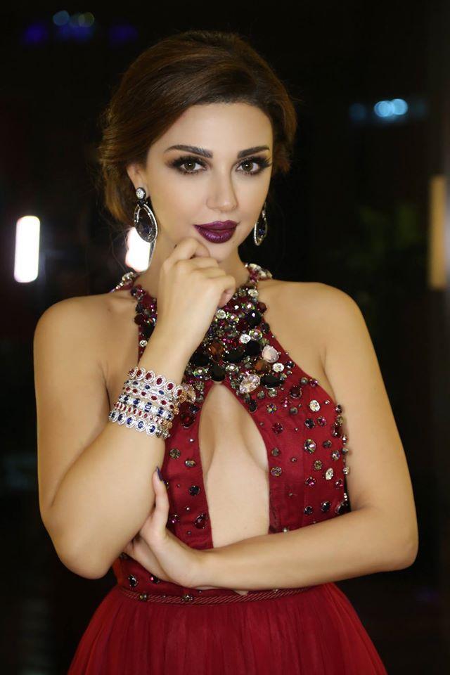 ملكة المسرح ميريام فارس بين الإمارات والمغرب Backless Dress Formal Halter Dress Fashion