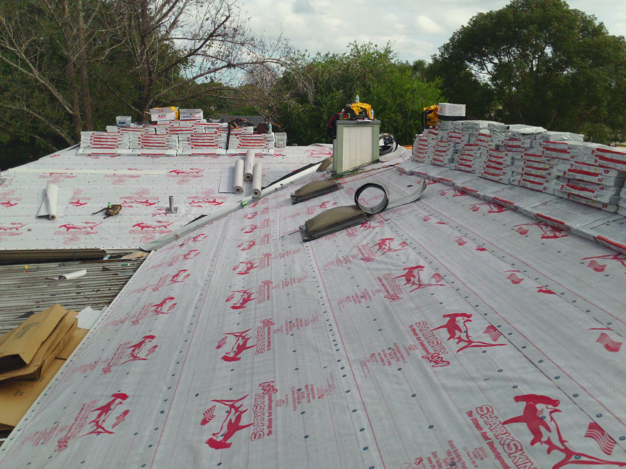 Pin On Rizzo Roofing 140 Mph Sharkskin Premium Underlayment