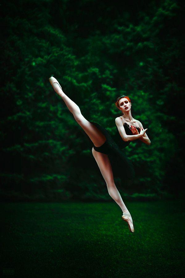 девушка тансовщится прыжок - 4
