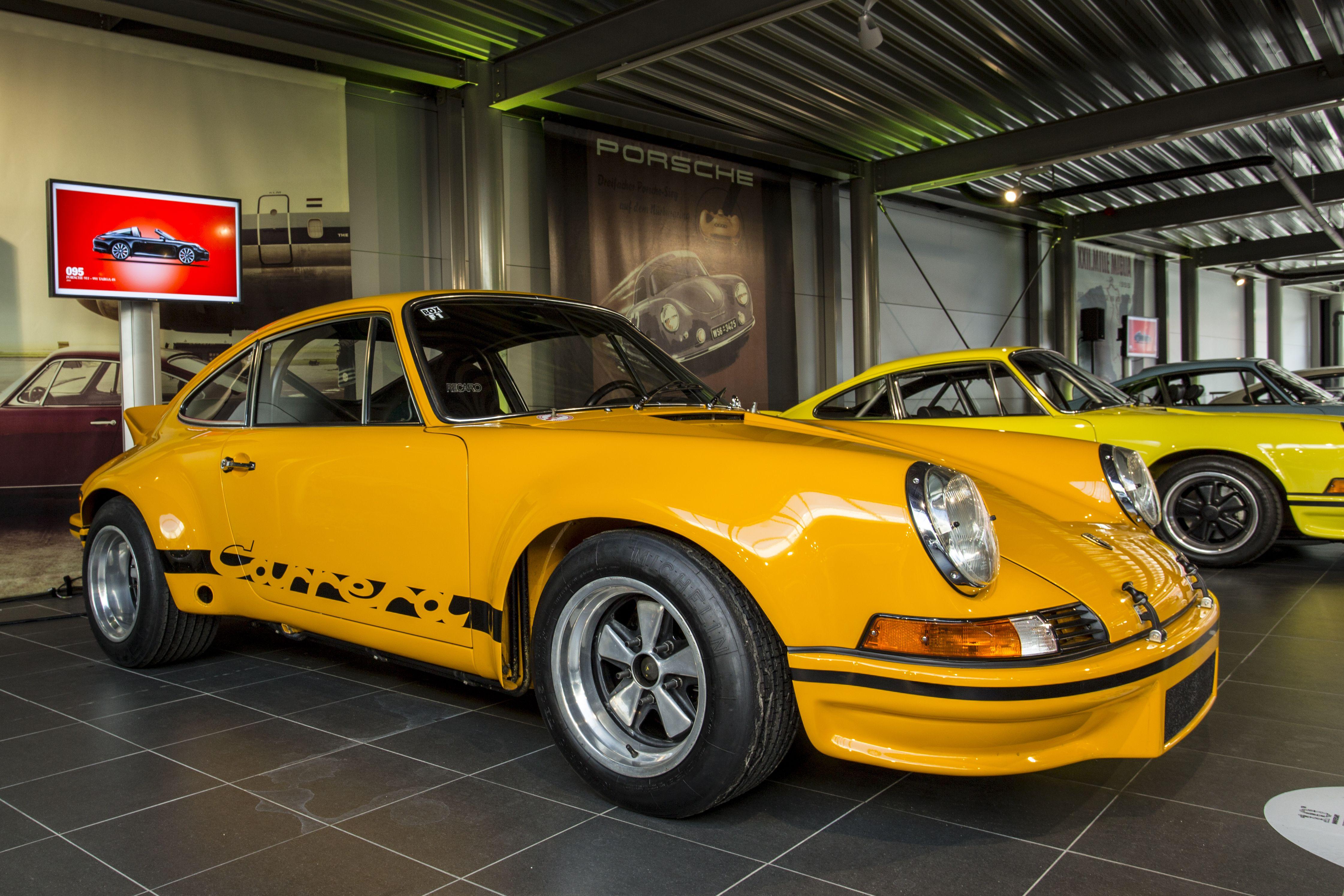 Porsche 911 carrera rs 2 7 signal yellow porsche centrum for Design 911 discount code