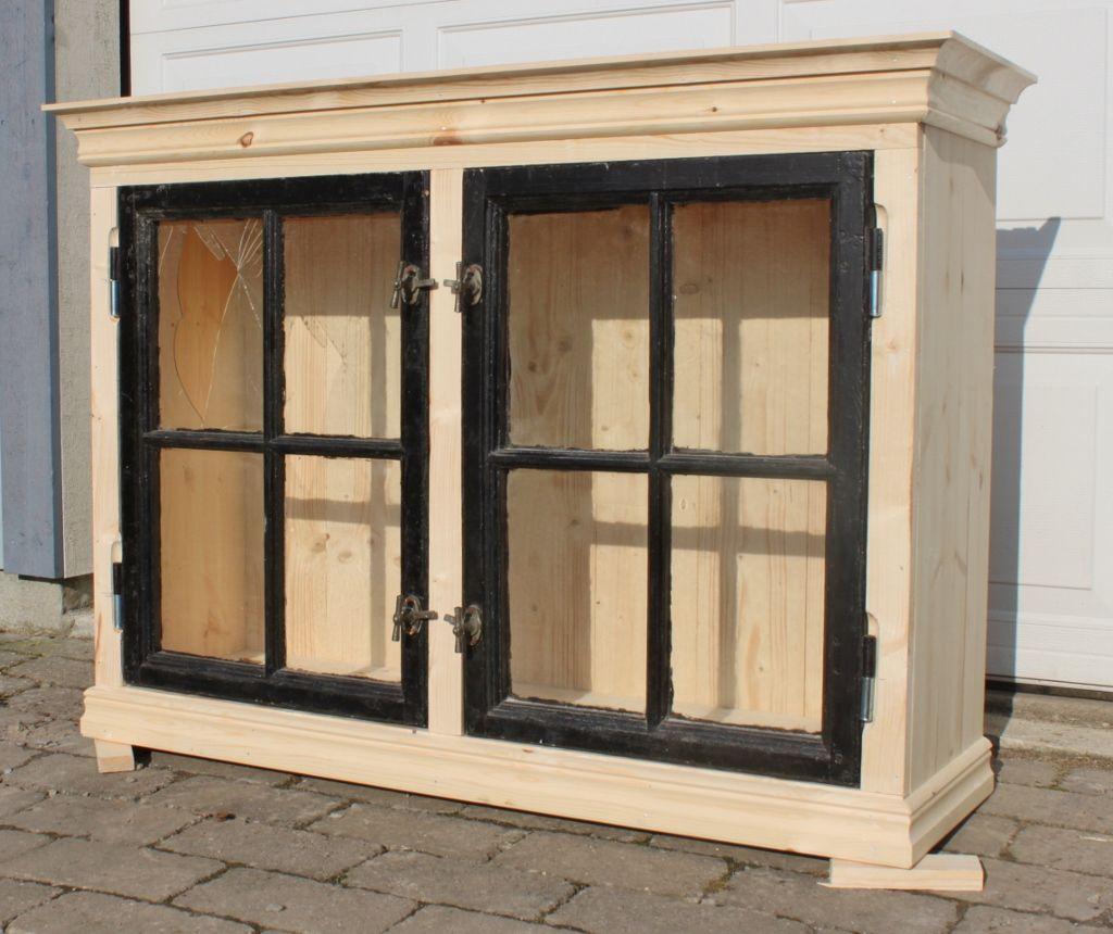 Frid & Fröjd Stockamöllan. VitrinskÃ¥p. Byggt pÃ¥ beställning Ã¥t ... : gammalt fönster : Fönster