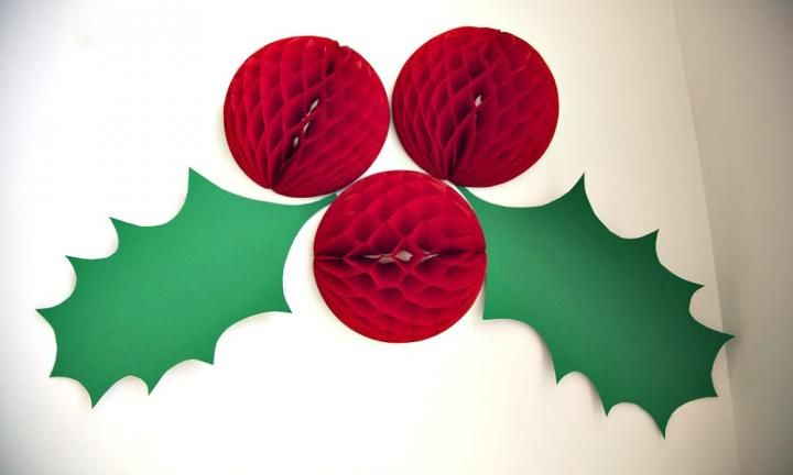 Giant holly Christmas decoration - Kidspot