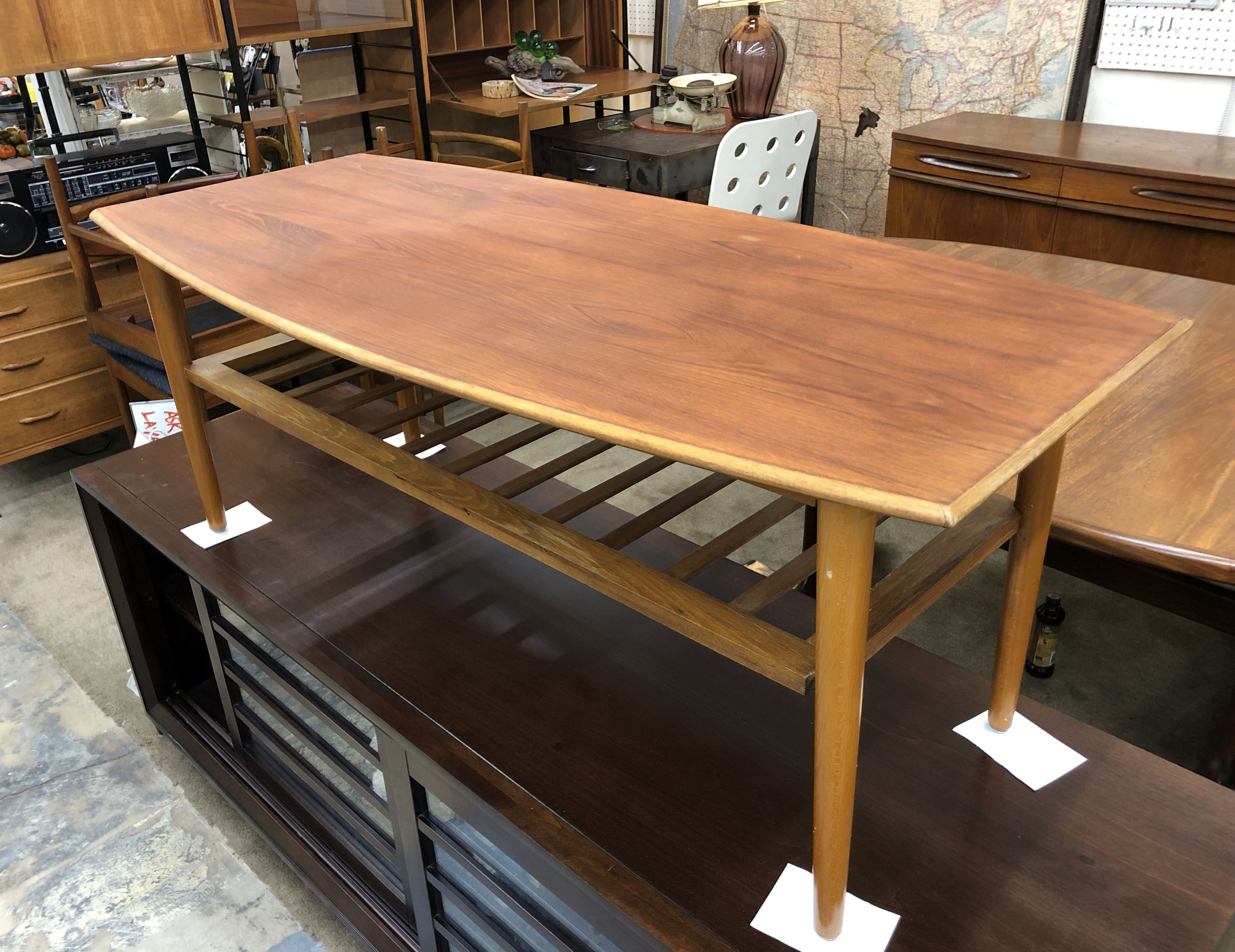 Mid Century Modern Teak Coffee Table With Magazine Rack 47 Wide 495 Mid Century Dallas Booth 766 Lula B S 1010 N Ri Mid Century Furniture In 2019 Teak Coffee Table Table Mid Century Furniture