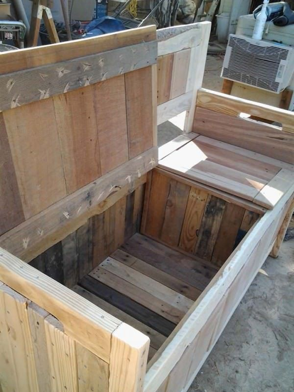 Diy Pallet Storage Bench Has Two Compartments 1001 Pallets Pallet Storage Diy Storage Bench Pallet Diy
