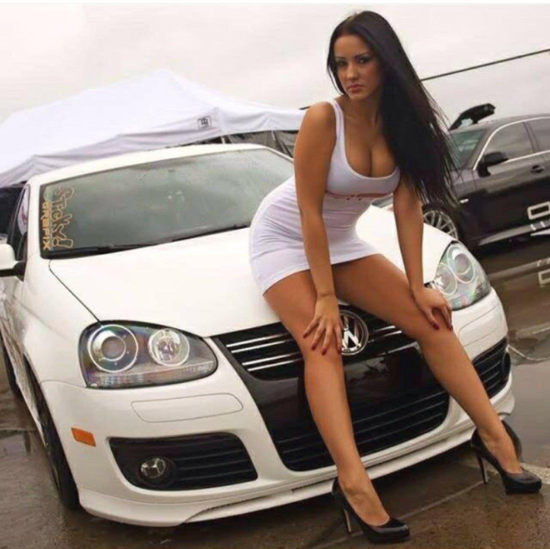 фото девушек с автомобилями