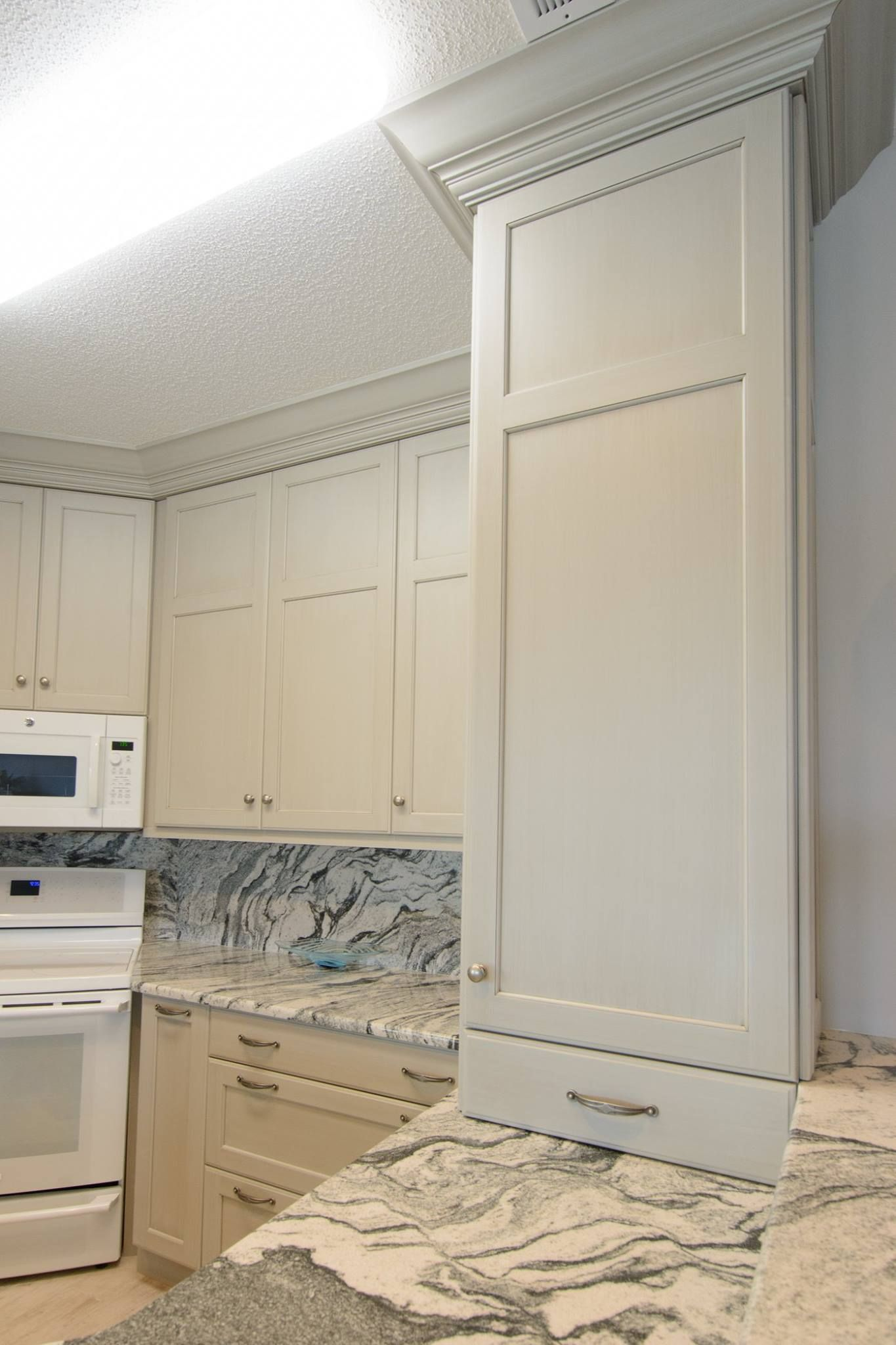 The special thing about this kitchen is the seamless flow of granite ...