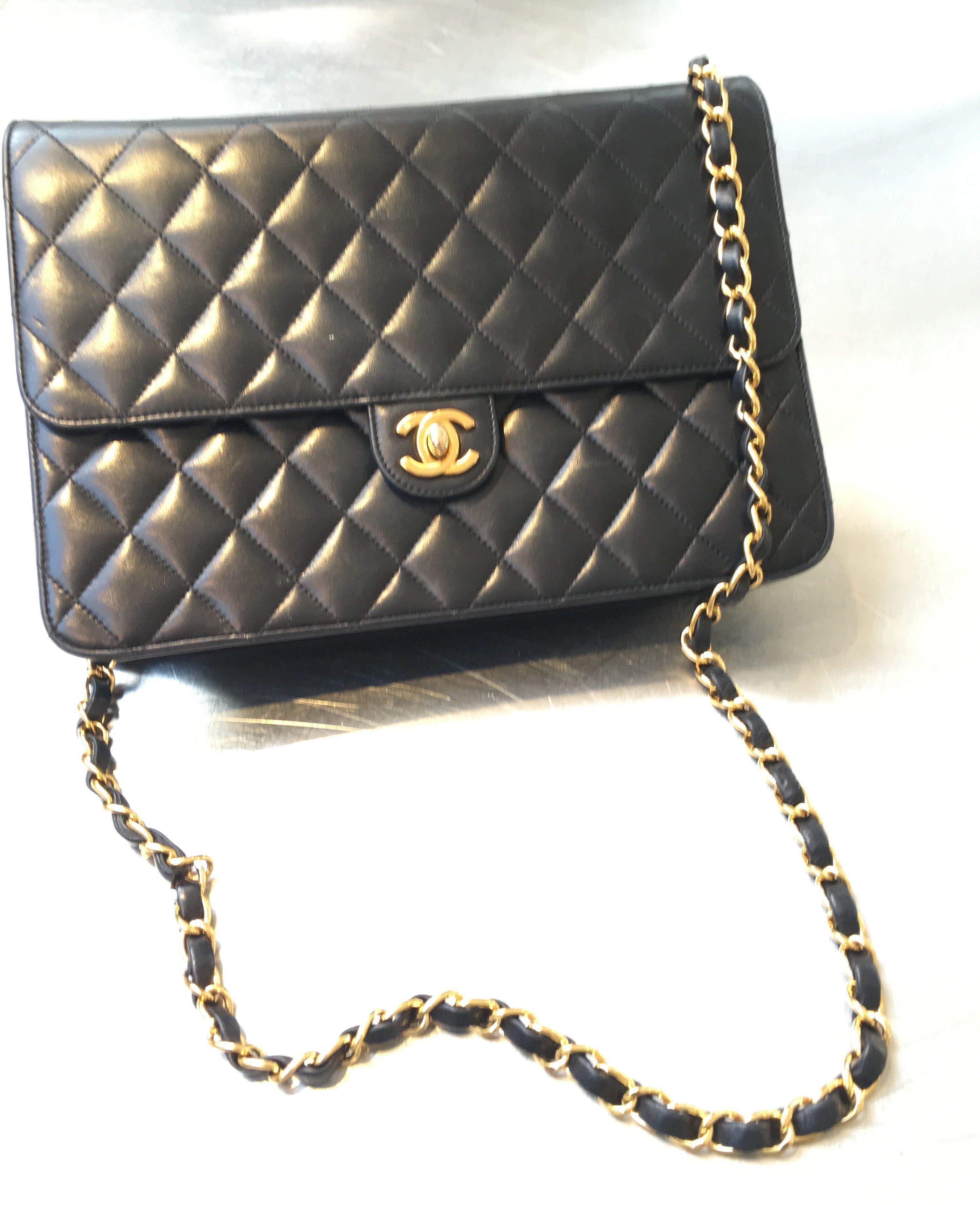 #Chanel #classic #black #lambsleather #foodfashionandtravel #handbags #fashion #foodblog #foodblogger #wheretoeatinLondon #Londonrestaurantblog #LondonFoodie #whatIwore www.fizzoflife.com