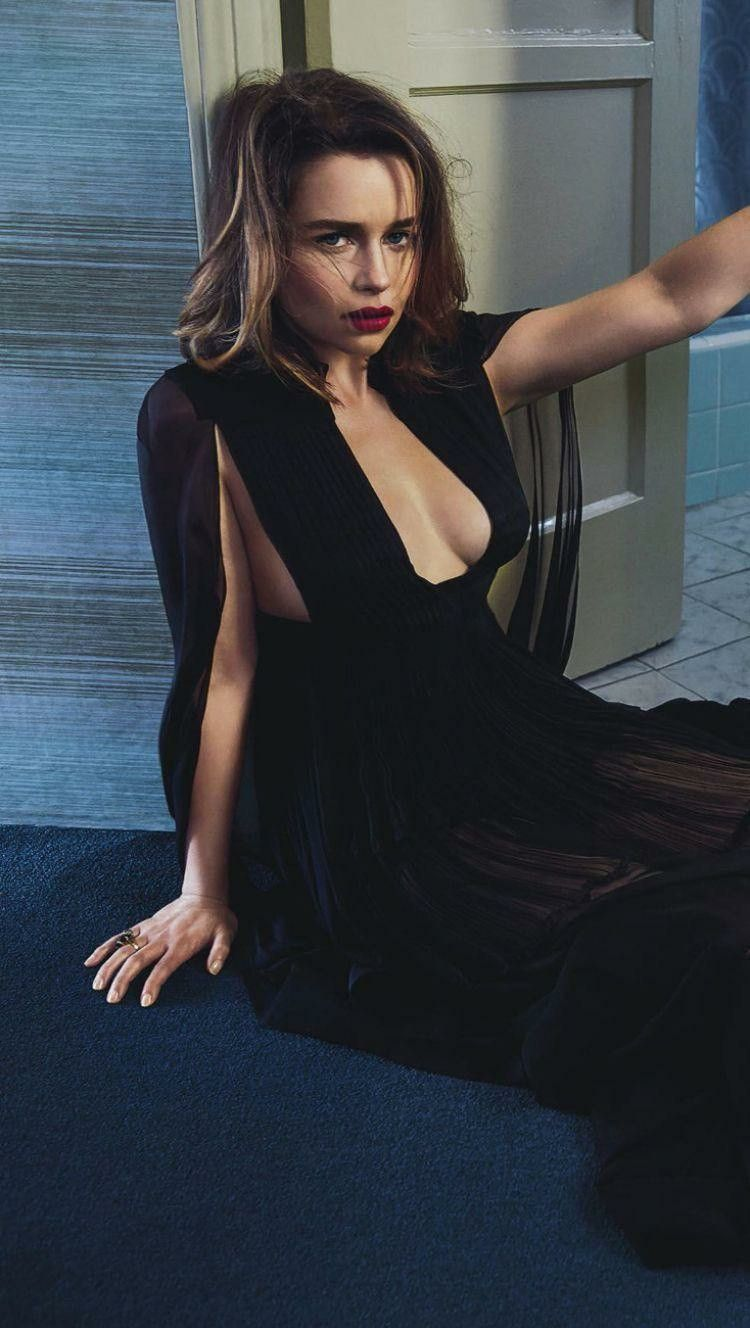 Emilia Clarke in Fashion | Celebs, Stunning outfits, Fashion