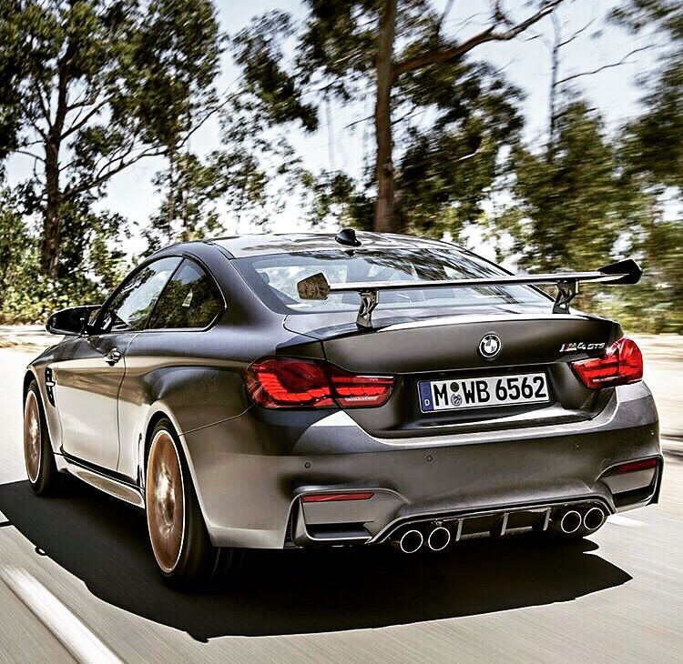 Beautiful BMW M4 with wing #bmw #bmwm4 #m4 #happydriving #carporn #awesomecars #nicecars #greatcars #beamer #beamers