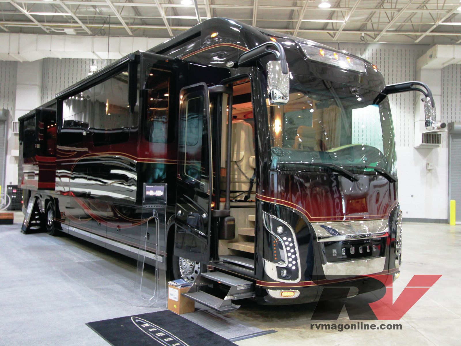 Luxury Freightliner Motorhome With Car Garage Pictures
