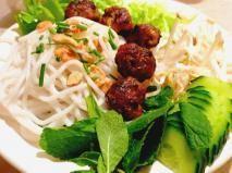 Recette Bun cha ou boulettes de porc caramélisées à la vietnamienne