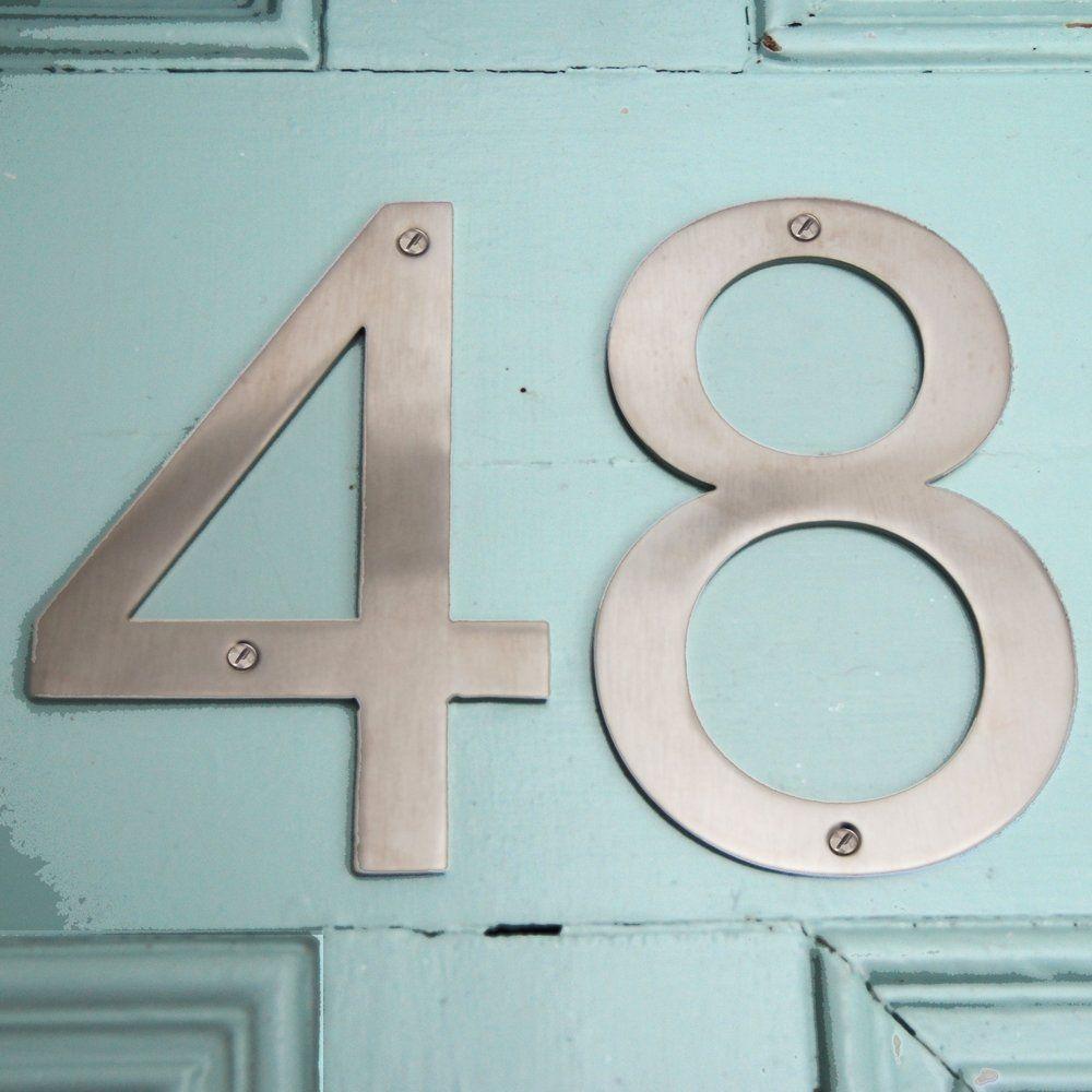 Charmant Serif Front Door Number