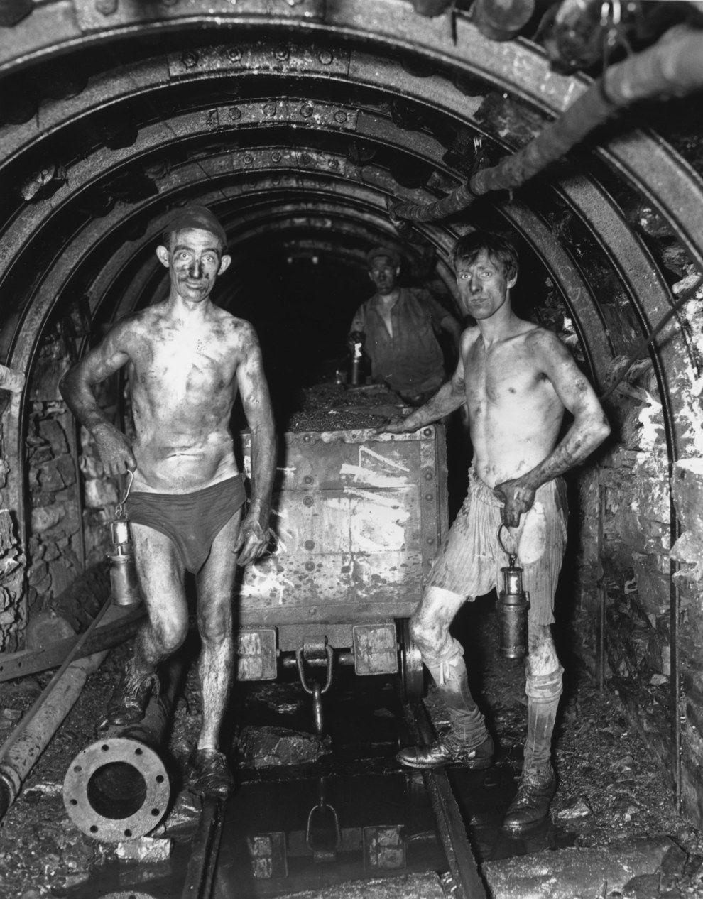 фото черно белое принадлежности шахтеров собственных