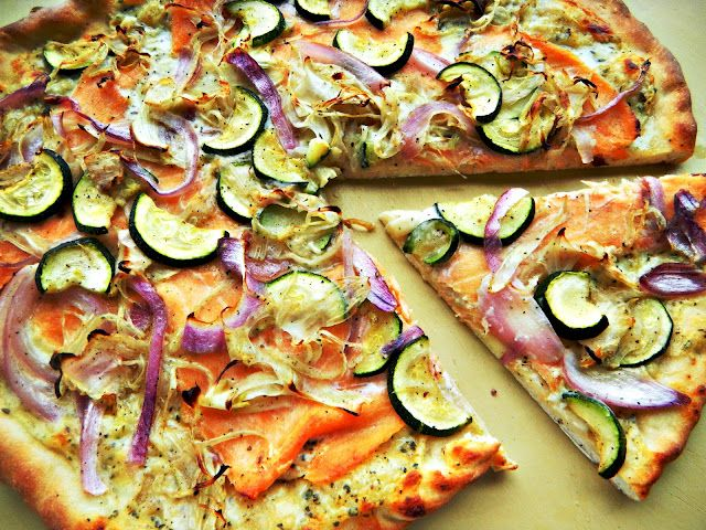 Pizza with smoked salmon, fennel, and zucchini... sin salmon yomi yomi ^_^