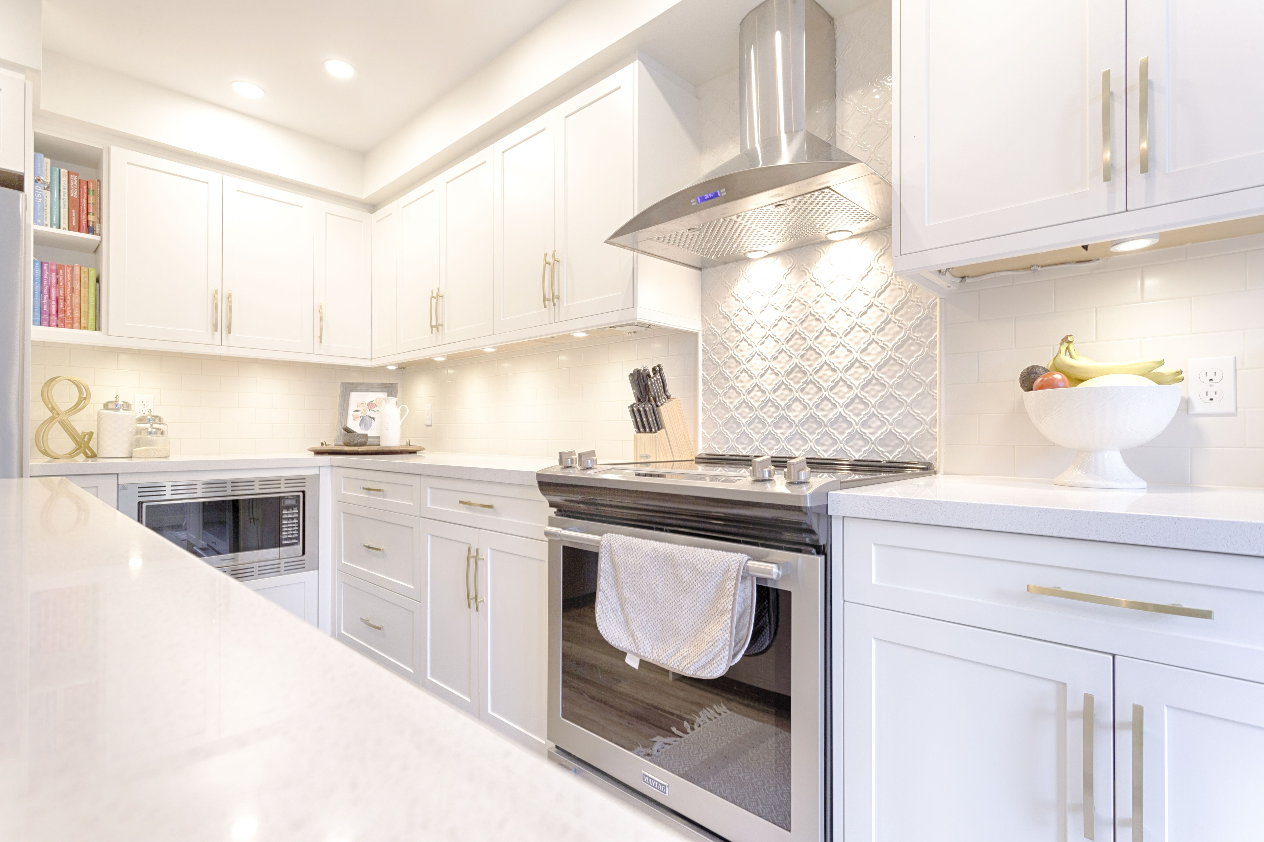 Do you like clean, timeless looks? Then this kitchen is ...
