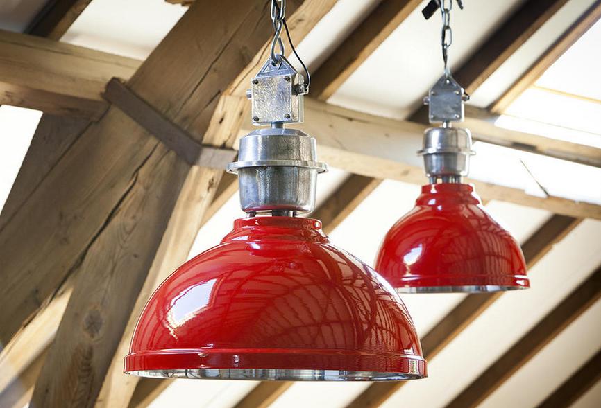 Mooie Hanglampen Woonkamer : Mooie industriële hanglamp met een rood design. deze hanglamp heeft