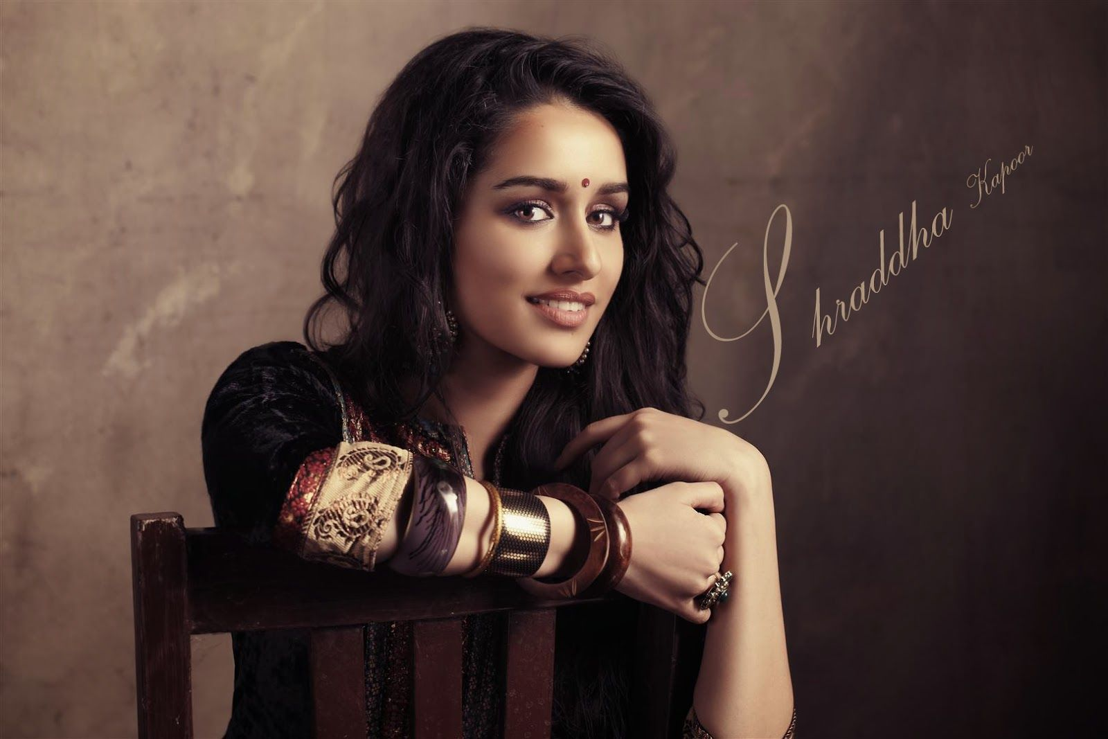 shraddha kapoor in saree cute eyes hd images | shraddha kapoor