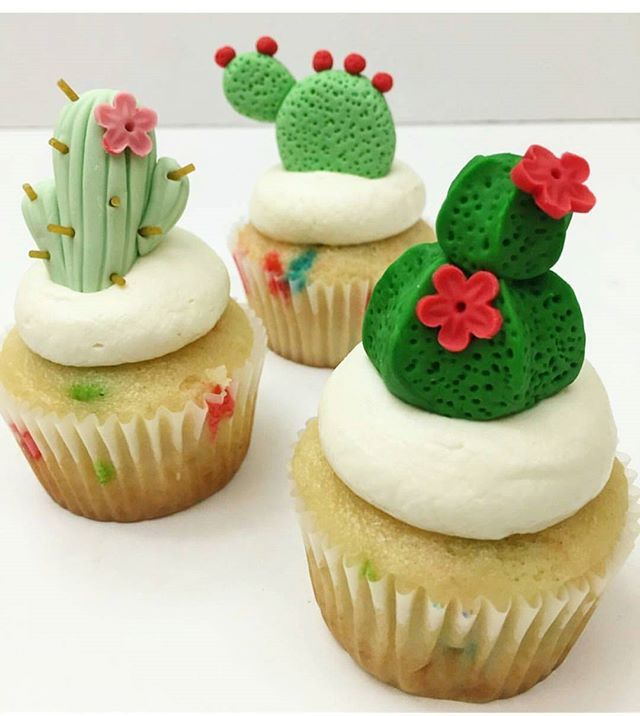 Cactus cupcakes by @ktcakesbakeshop These cupcakes are so original and  cute!!! Ces