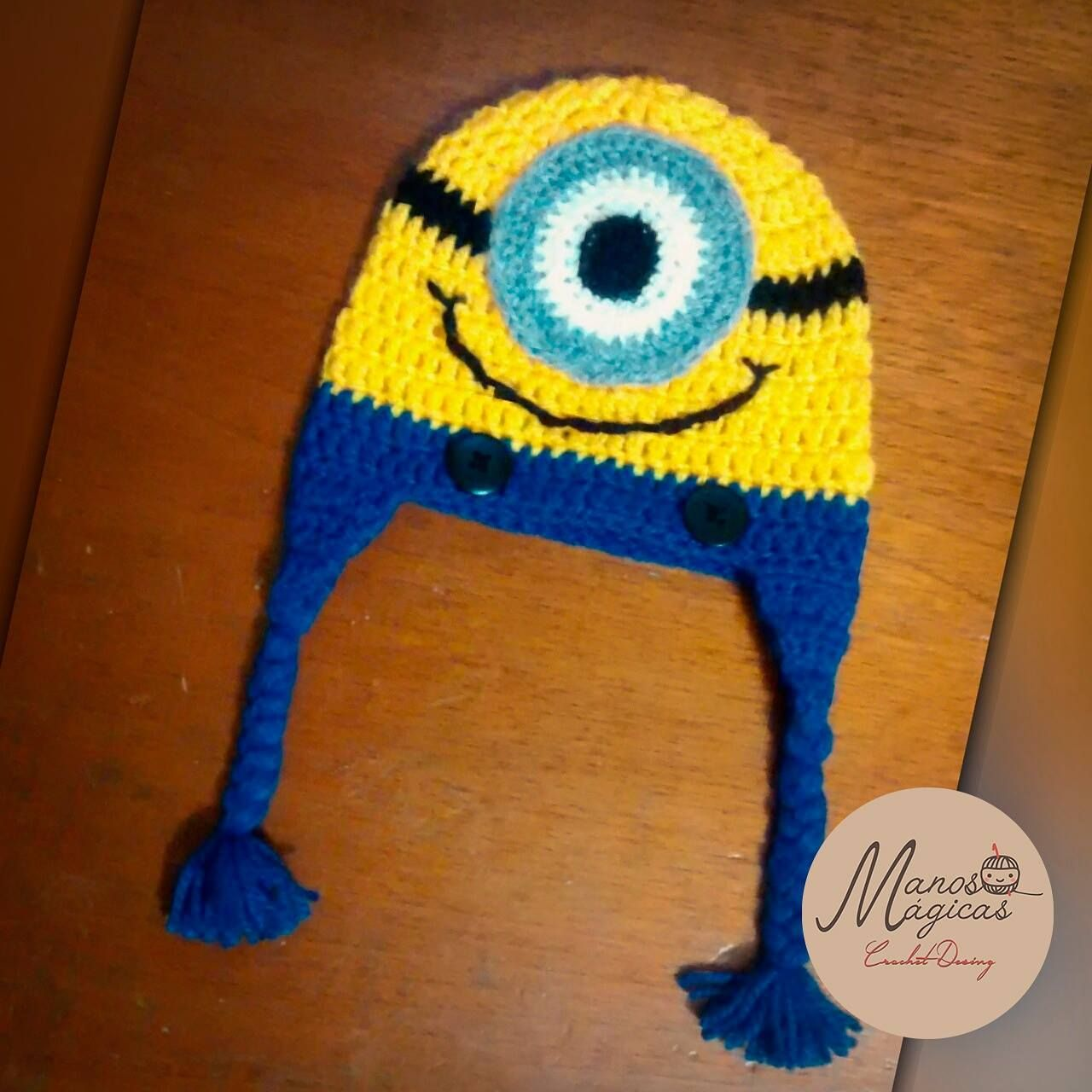 Gorrito Minios Tipo chullo a crochet.
