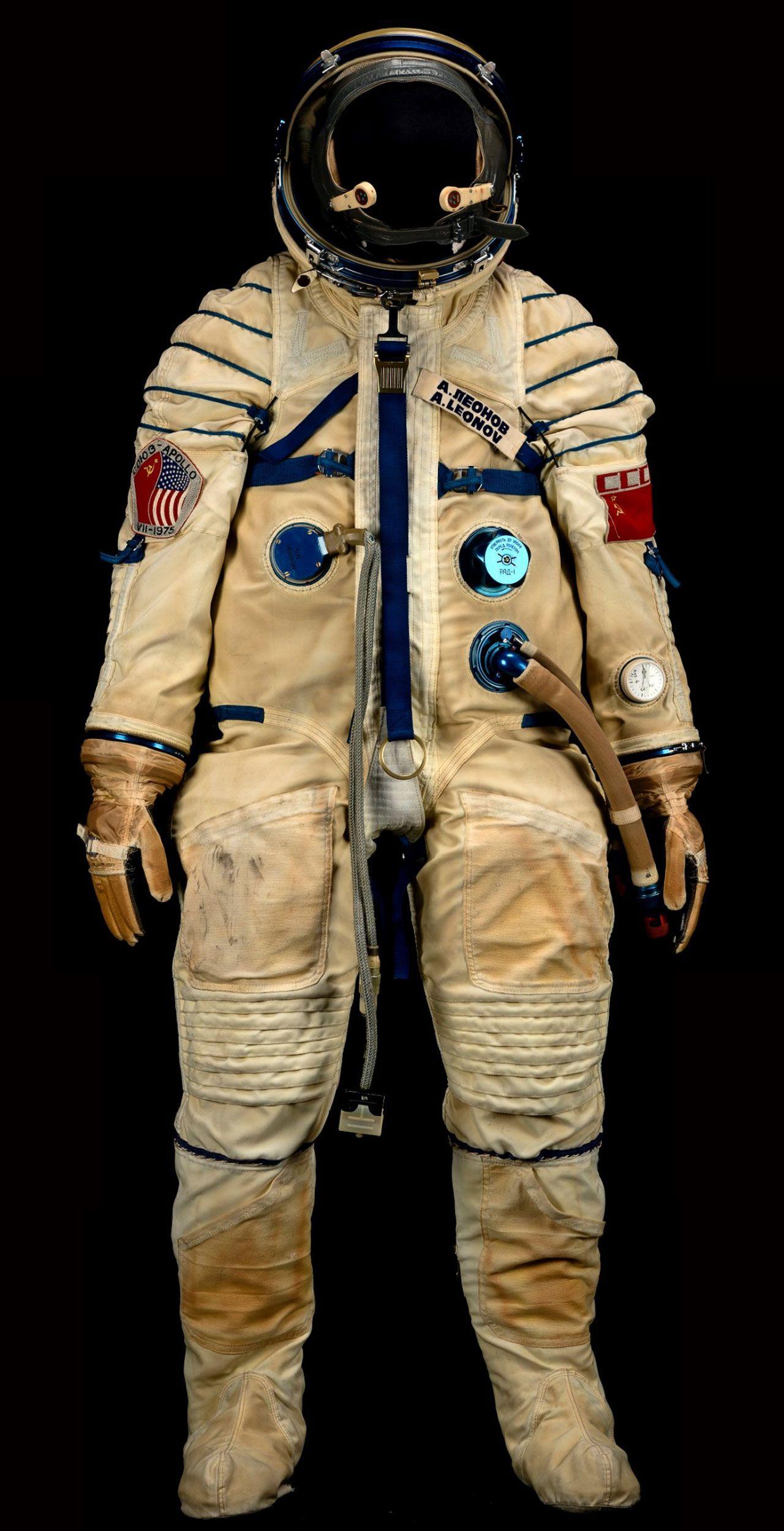 astronaut in suit - 736×1436