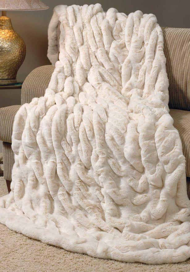 I want it!!!!!!!!!!!!!!!!!!♡♡♡♡♡♡ | Faux fur blanket, Fur