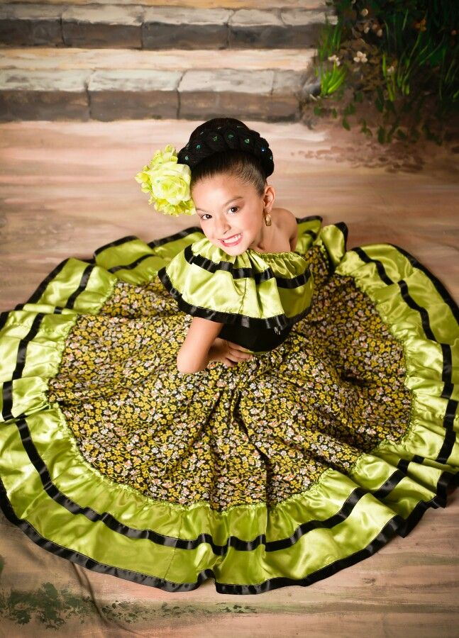 Baile folklorico (Sinaloa) Traje Mexicano 45f0b18cebb7