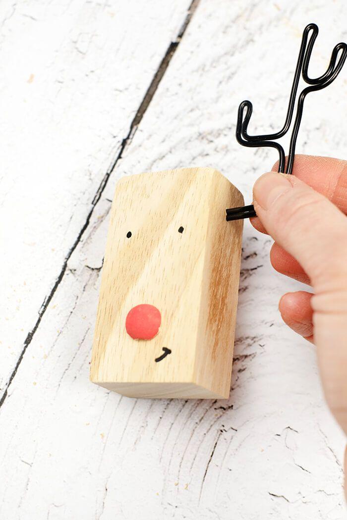 DIY Rentier aus Holz und Draht als Weihnachtsdeko
