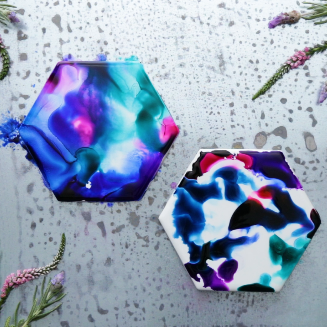 Dive deep into an ocean of color with coasters that mimic a mermaid's tail. #alcoholinkcrafts