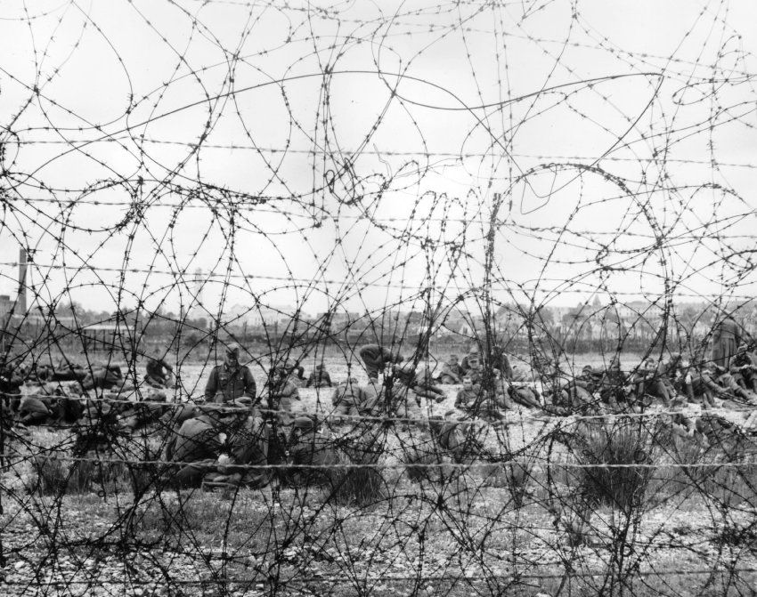 July 1944: German prisoners from Cherbourg behind a barbed wire ...