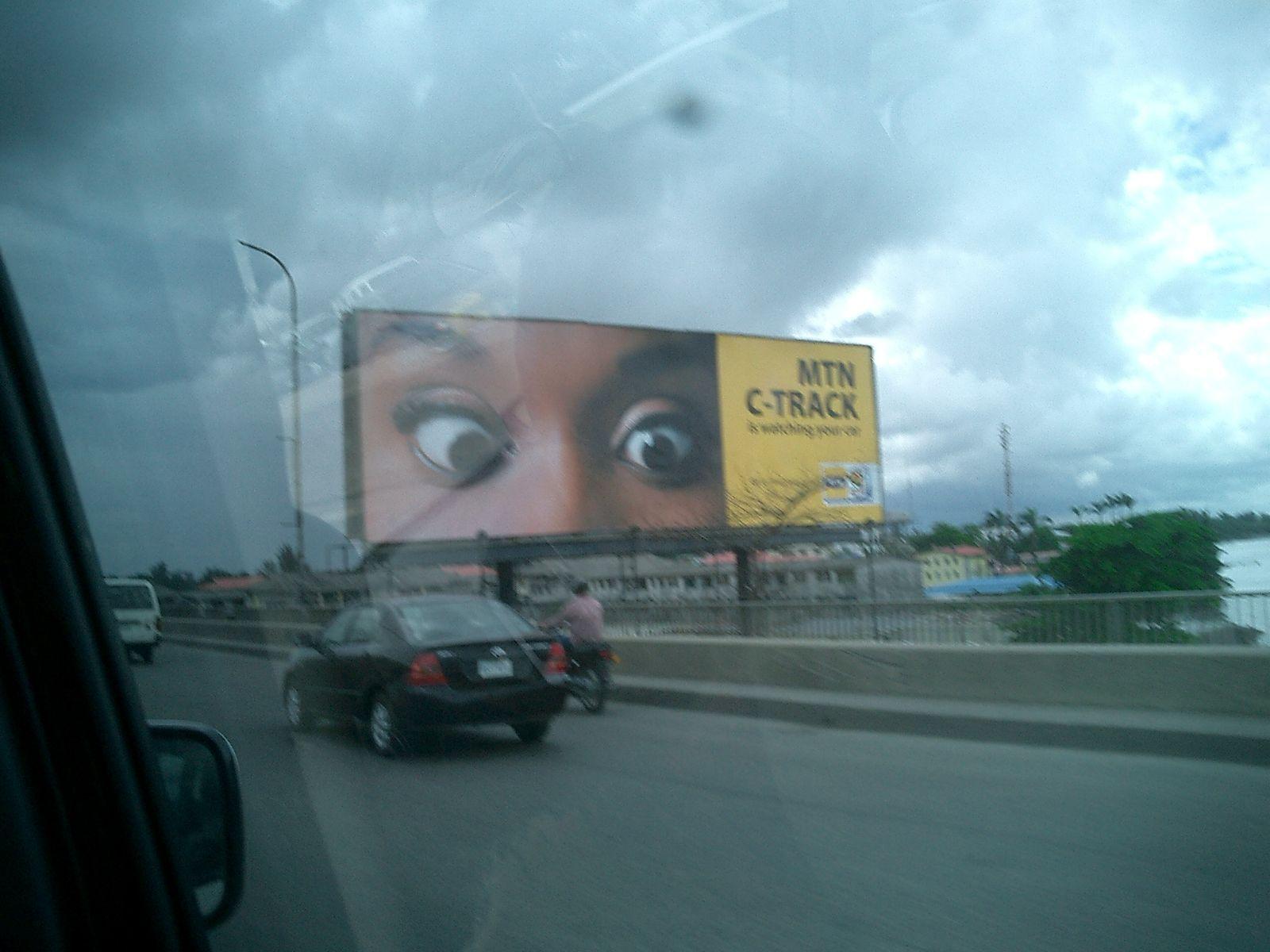 Tieni gli occhi sulla strada.